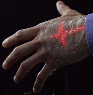 皮膚に貼れる伸縮自在なディスプレイ