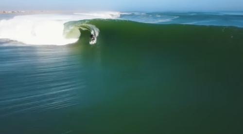 1つの波で1.5kmも滑ったサーファー