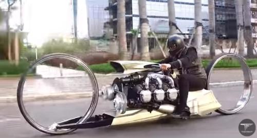 航空機用エンジンをバイクに仕立てたTMC Dumont