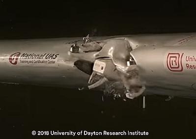 ドローンが旅客機の翼にぶつかるとどうなるか