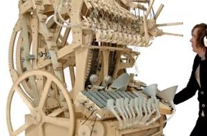 Marble machine 2000個のパチンコ玉で自動演奏する装置